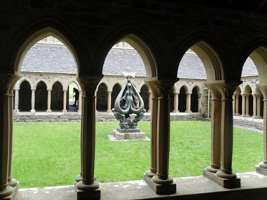 Abbey-Courtyardsm