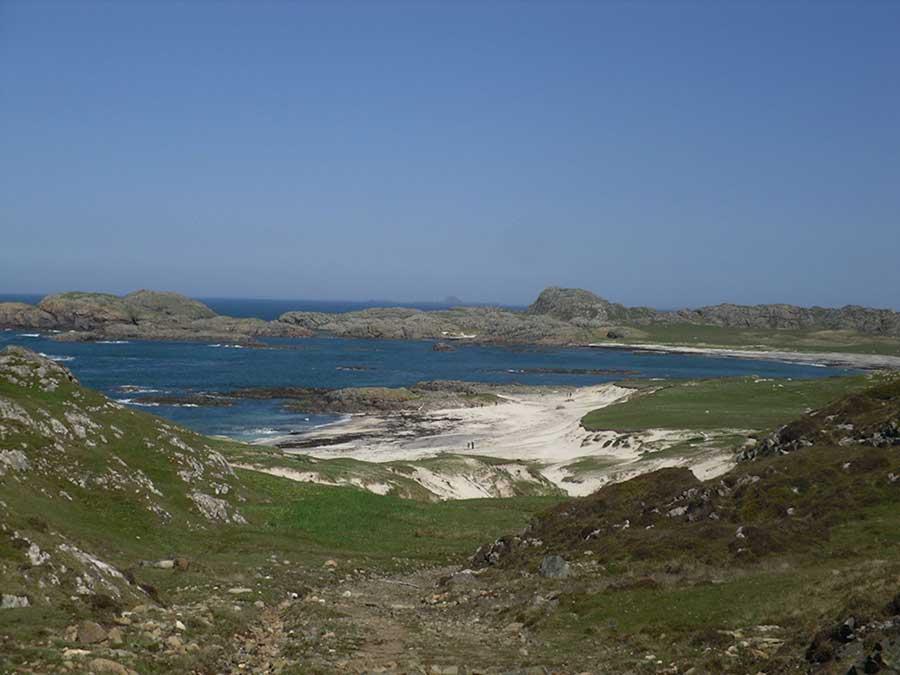 Columba-Bay-hike-to-Loch-2sm